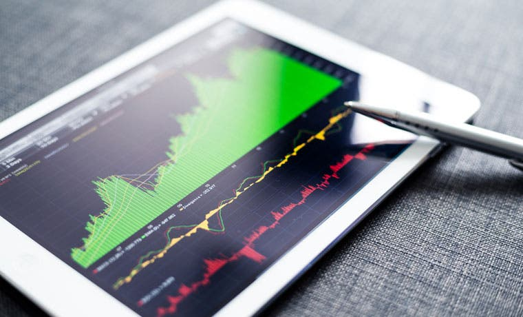 Impagos de compañías emergentes declinan y desafían pronósticos