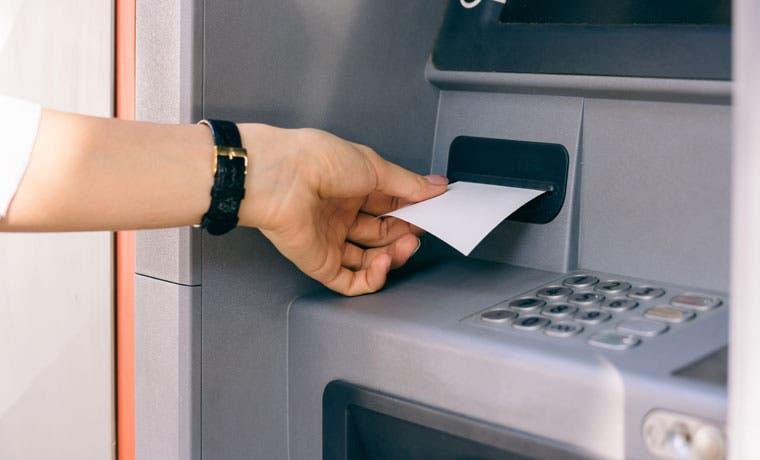 Cajeros automáticos del BCR abrirán hasta medianoche