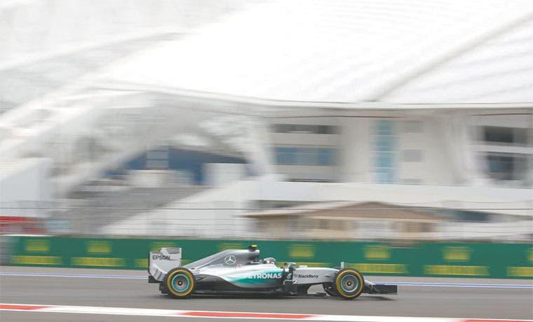 Rosberg amenaza el territorio de Hamilton