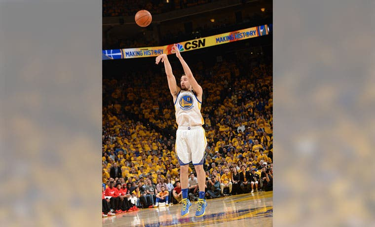 Warriors esperan rival y a Curry