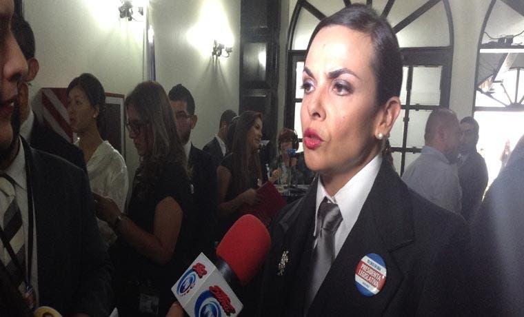 Diputada Marcela Guerrero se viste de hombre para protestar