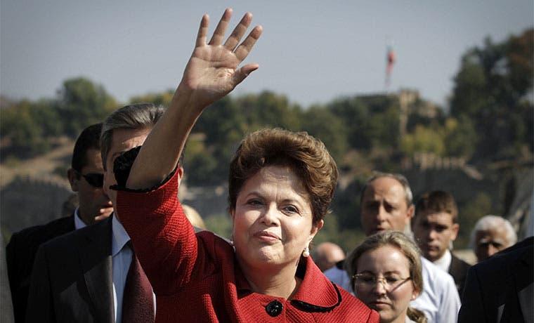 Rousseff corteja a su base en Brasil de cara a juicio político