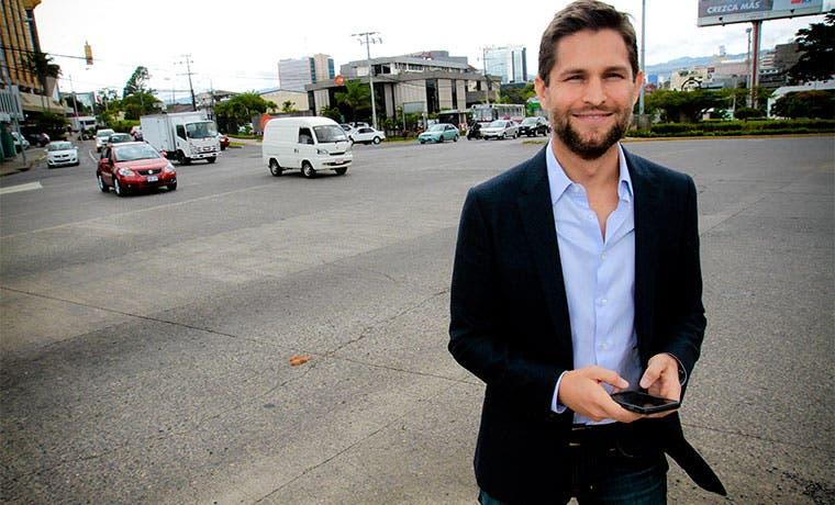 Rebaja de precios de Uber reta a taxistas y Gobierno