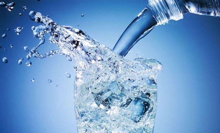 Agua embotellada tica refresca a Centroamérica