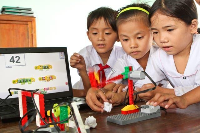 Dos maestras ticas ganan concurso latinoamericano de Lego Education