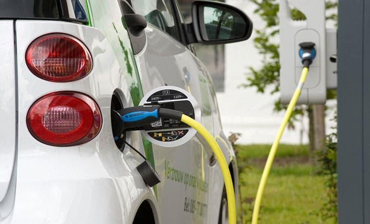 Fuerza y Luz abre la primera estación de recarga para vehículos eléctricos