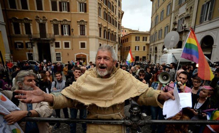 Italia aprueba uniones del mismo sexo
