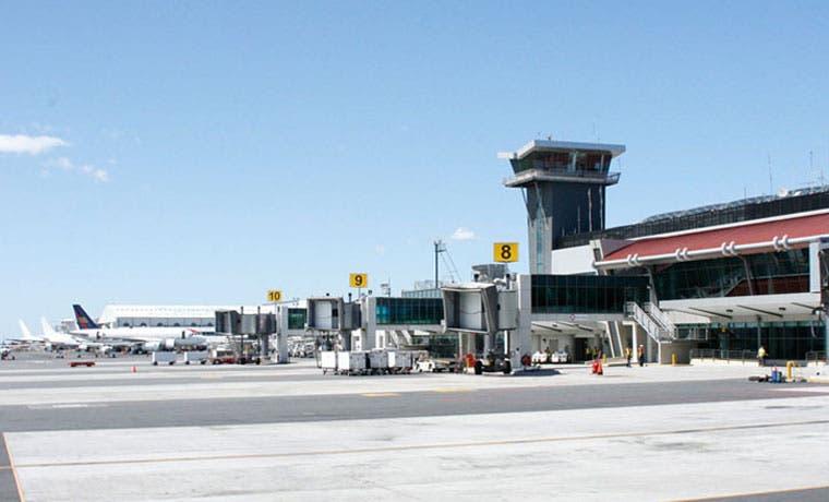 Aeropuerto Juan Santamaría opera con normalidad tras cenizas de Volcán Turrialba
