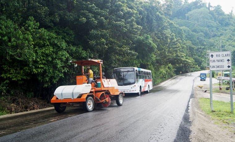 Conavi finaliza tramo que comunica Río Claro con Golfito