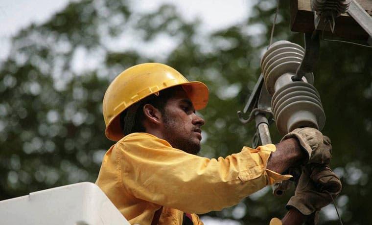 Electricidad y telecomunicaciones no serán interrumpidas tras erupción del Volcán Turrialba