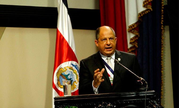 Solís estudiará propuesta de bloque de oposición sobre salarios públicos