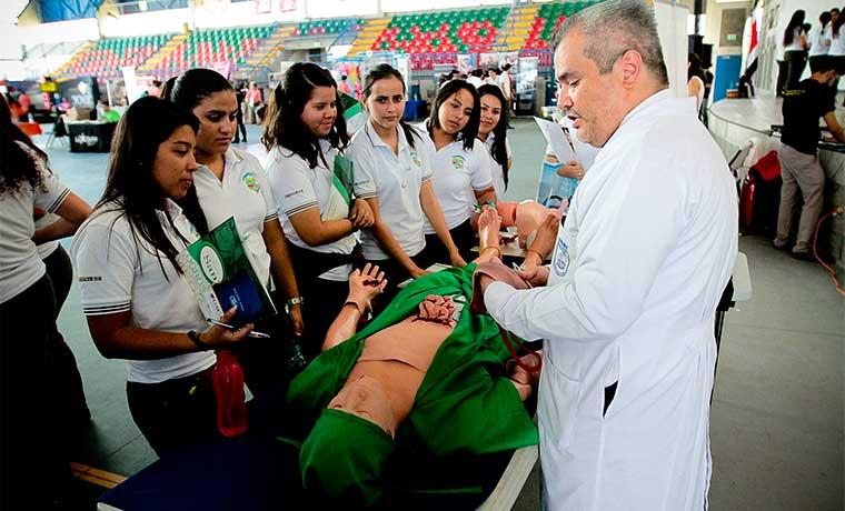 Universidades privadas mostraron su oferta en Feria del Colegio Saint Jude