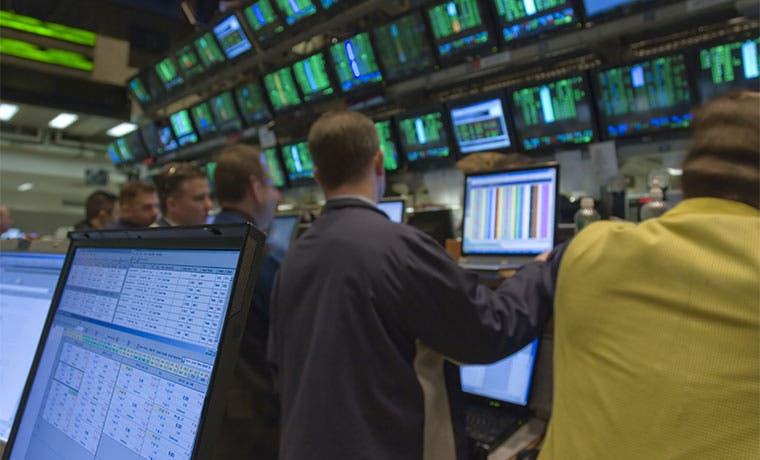 Fusiones en Wall Street pasan de euforia a debacle en unos meses