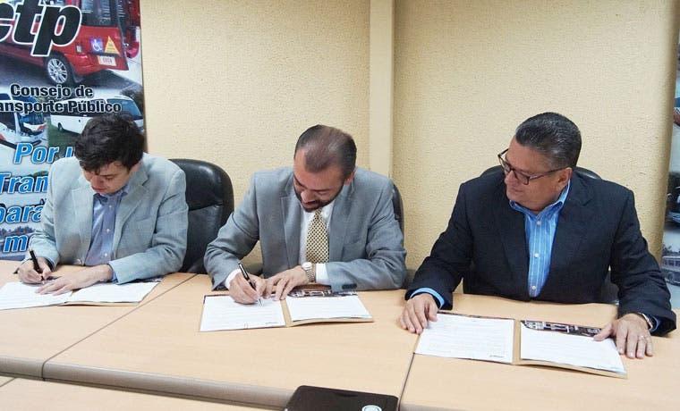 Firman convenio para mejorar el acceso a transporte público