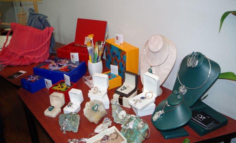 Artesanos tendrán su propia tienda en el Juan Santamaría