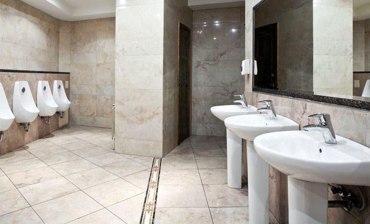 Baños públicos de Nueva York y Los Ángeles tendrán diseño de género neutro