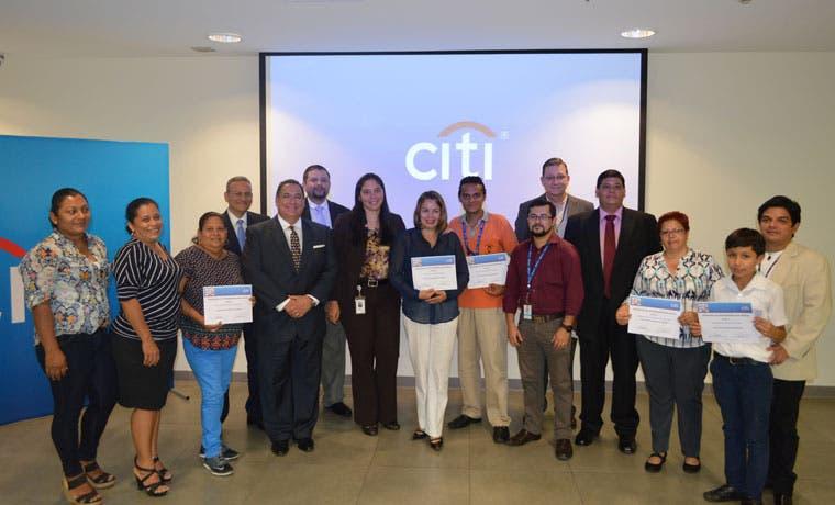 Citi dona 800 equipos tecnológicos a escuelas y colegios