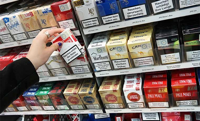OMS invitará a implementar el empaque neutro de cigarros