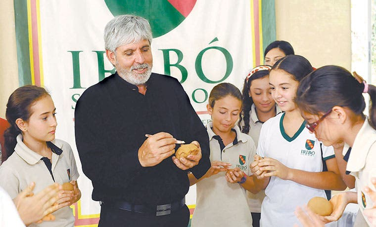 Jiménez Deredia inspiró a alumnos del Colegio Iribó