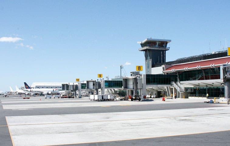Aeropuertos mantienen operaciones regulares tras caída de ceniza