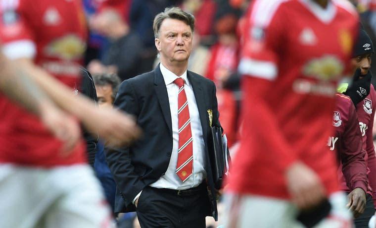 Manchester United despide a Van Gaal