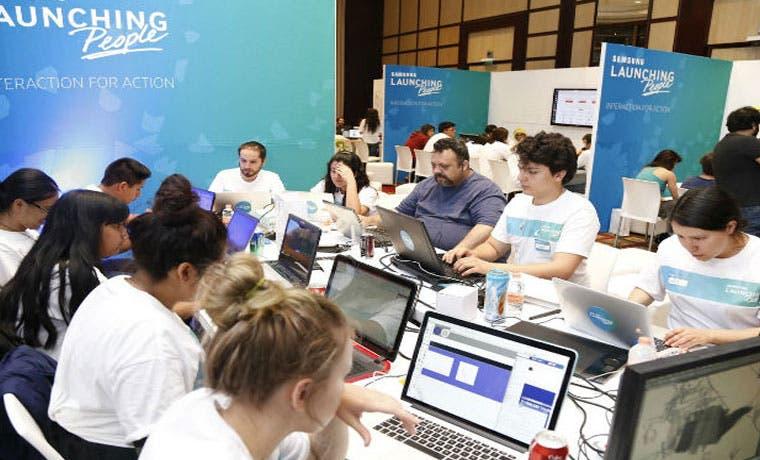 Jóvenes crean aplicación para maestros