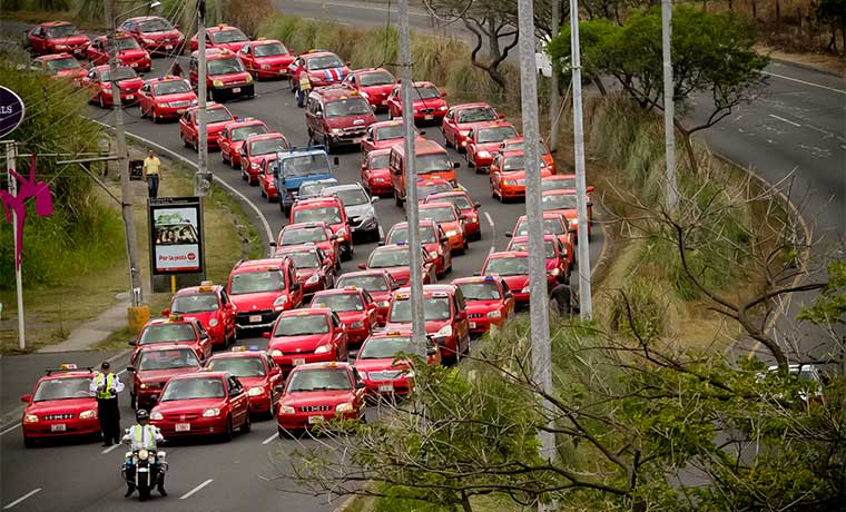 Taxistas buscarán bloquear Uber de nuevo