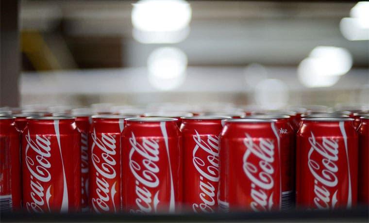 Coca Cola detendrá producción de bebidas azucaradas en Venezuela