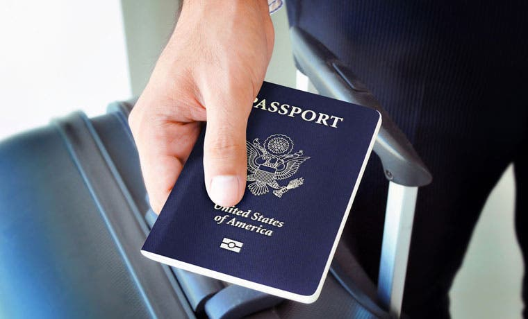 Solo tres de cada diez ticos emigrarían del país si tuvieran oportunidad de hacerlo