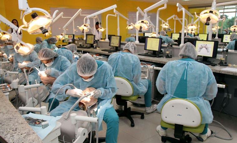 Servicios de salud y derecho de Universidad Latina han beneficiado a 170 mil personas