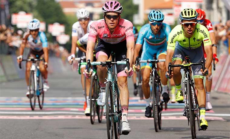 Holandés sigue al mando del Giro