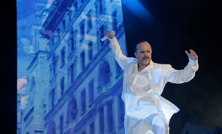 Miguel Bosé reprogramará su concierto para el martes próximo