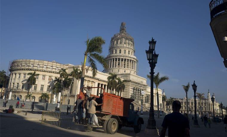 Luis Guillermo Solís viajará a Cuba por tres días