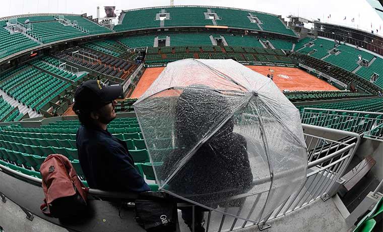 Roland Garros frenado por la lluvia