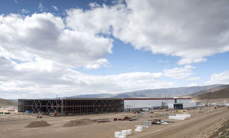 Tesla producirá energía en fábrica gigante