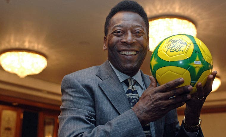 Pelé busca subastar sus artefactos memorables
