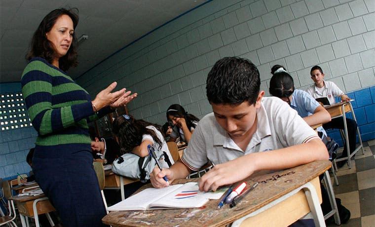 Estudiantes públicos lograrán mismo nivel de inglés que privados