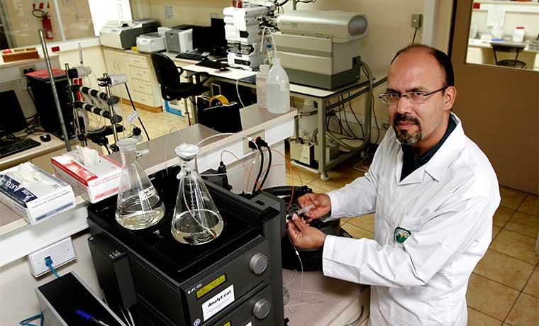 Instituto Clodomiro Picado incursiona en derivados de plasma