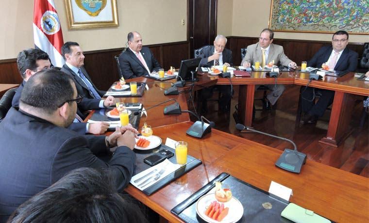 Reunión de diputados con Solís no profundizó en temas fiscales