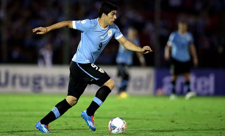 Uruguay pendiente de Suárez