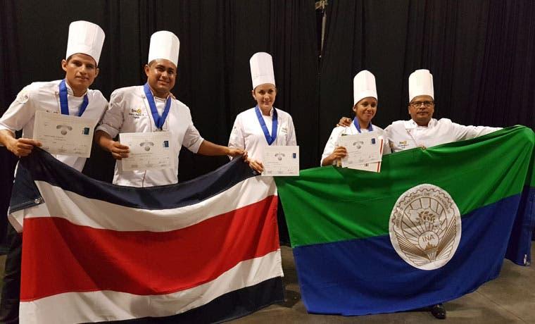 Equipo de Costa Rica gana medalla de plata en Copa Culinaria Junior