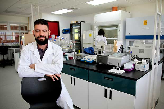 Biólogos reprochan exclusión en lista de profesionales de la salud