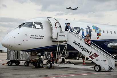 CEO de Azul evalúa más recortes de flota de aviones en Brasil