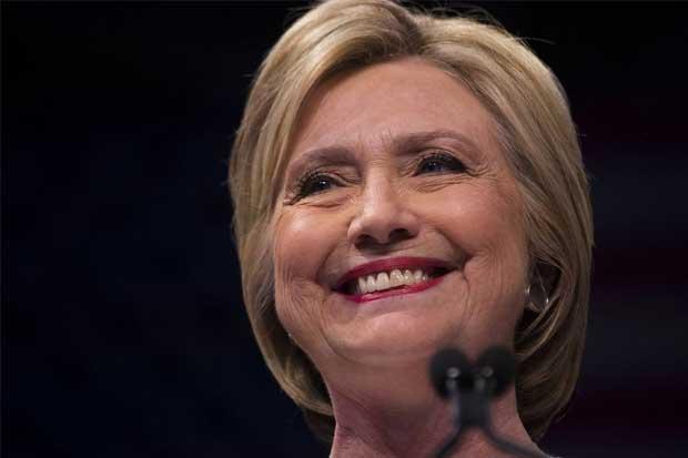 Clinton logra triunfo histórico e inicia batalla con Trump