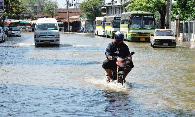 Vecinos de la capital interponen denuncia por inundaciones