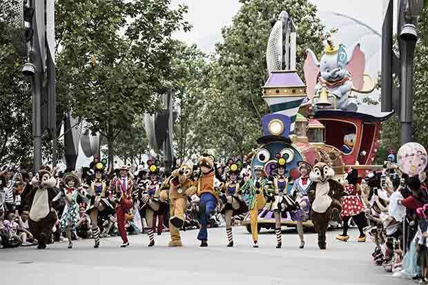 Disney acepta leyes chinas y abre parque temático en Shanghái