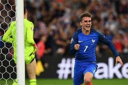 Francia suda para vencer a Albania