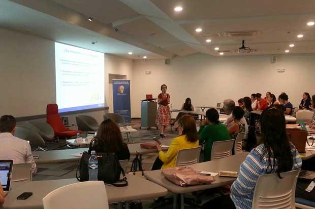Mujeres líderes abordan retos del emprendimiento femenino