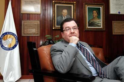 Ucimed solicita a Caja reconsiderar el traer especialistas del exterior