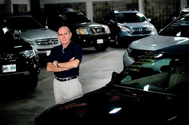 Importadores impugnarían prohibición para traer autos viejos